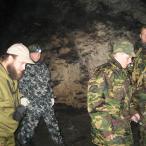 Снималось при вспышке. На самом деле в пещере абсолютная темень.
