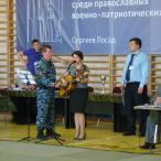 В первый день в перерывах между схватками выступали певица Инна Разумихина...