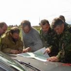 Военные достали карту, сейчас дорогу будут спрашивать