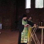 Протоиерей Дмитрий служит молебен Пресвятой Богородице и литию по почившией братии Реконьской пустыни, а так же по сотрудникам Центра специального назначения ФСБ России, погибшим в Беслане
