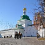 """...знамя """"Пересвета"""" было торжественно вынесено из Свято-Троицкой Сергиевой Лавры и пронесено перед строем"""