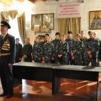 После чина освящения о значении воинского знамени курсантам рассказал ветеран Великой Отечественной полковник Георгий Корнеев, напомнив, что знамя является символом воинской чести, доблести и славы