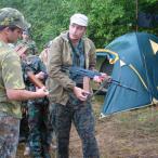 Получив оружие, курсанты отпраляются на занятия по отработке навыков по организации засад и проведению противозасадных мероприятий