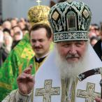 После освящения знамени патриарх благословил и поздравил курсантов...